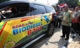 Menteri Pertanian Amran Sulaiman menguji coba bahan bakar B-100