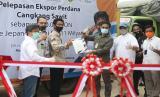 Menteri Pertanian (Mentan) Syahrul Yasin Limpo lakukan peninjauan pengolahan komoditas ubikayu di PT BAA (Bangka Asindo Agri), sekaligus pelepasan ekspor turunan sawit berupa cangkang sawit ke Jepang, Sabtu (8/8).