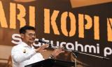 Menteri Pertanian, Syahrul Yasin Limpo (SYL) meminta seluruh pihak untuk mengikuti arahan pemerintah pusat dan tidak melakukan langkah-langkah diluar kebijakan Presiden Joko Widodo. Salah satunya, terkait karantina wilayah atau lockdown karena dapat menghambat proses distribusi pangan.