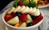 Menu potongan berbagai buah segar (ilustrasi)