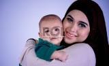 Menyusui bukan hanya memberi nutrisi pada bayi, tapi juga memberinya kedekatan dengan sang ibu. Karena itu ibu menyusui perlu didukung agar bisa memberi ASI yang cukup.