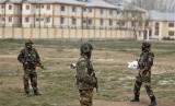 Militer India berjaga setelah penembakan di Srinagar. MA India memutuskan perempuan bisa menempati jabatan sebagai komandan militer. Ilustrasi.
