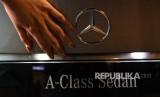 Produsen mobil Jerman Mercedes-Benz mengumumkan, mulai mengoperasikan pabrik-pabrik di seluruh dunia pada Juni ini (Foto: ilustrasi Mercedes)