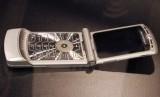 Motorola Razr V3 yang keluar tahun 2005.