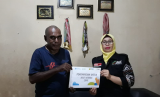 MSR-ACT memberikan tanda penghargaan kepada atlet veteran Indonesia di daerah Cibinong, Bogor.