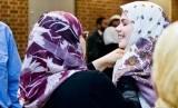 Kenakan Hijab, Ioni Sullivan Disangka Sakit