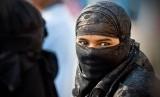 Belanda melarang burka dipakai Muslimah tetapi mewajibkan masker. Muslimah memakai cadar (ilustrasi).