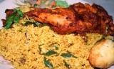 Nasi biryani khas Arab dengan ayam.