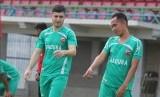 Nuriddin Davronov (kiri) bergabung dengan Borneo FC musim ini.