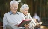 Orang lanjut usia lebih memilih banyak membaca