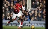 Anthiny Martial melakukan solo run sebelum mencetak gol kedua MU pada laga Liga Inggris antara Fulham melawan Manchester United di stadion Craven Cottage, London, Sabtu.