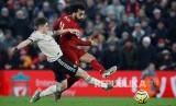 Mo Salah mencetak gol kedua Liverpool pada laga Liverpool melawan Manchester United di Anfield Stadium, Liverpool, Senin (20/1) dini hari.