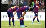 Luis Suarez and Jordi Alba tampak kecewa usai laga semifinal Piala Super Spanyol antara Barcelona melawan Atletico Madrid di King Abdullah Sport City Stadium, Jeddah, Jumat (10/1) dini hari.