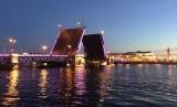 Palace Bridge yang berlokasi di Saint Petersburg, Rusia, Senin (1/7)