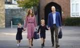 Pangeran William dan Kate Middleton menemani anak-anaknya Pangeran George dan Putri Charlotte di hari pertama sekolah, Kamis (5/9).