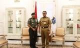 Pangkostrad Letnan Jenderal TNI Besar Harto Karyawan melakukan kunjungan ke Balai Kota DKI Jakarta, dan bertemu dengan Gubernur DKI Jakarta Anies Rasyid Baswedan, pada Selasa (12/2).