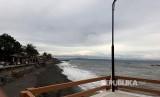 Pantai Wisata Kota Tua Ampenan menjadi destinasi wisata andalan yang ada di Kota Mataram, NTB. Letaknya yang tak jauh dari pusat kota, membuat Pantai Ampenan tidak pernah sepi dari pengunjung.
