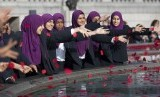 Para Muslimah di London, Inggris.