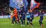 Para pemain PSG merayakan keberhasilan menjuarai Liga Prancis musim 2017/2018 setelah menaklukkan AS Monaco 7-1, Senin (16/4) dini hari WIB.