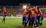 Para pemain Spanyol merayakan gol pertama ke gawang Albania pada kualifikasi Piala Dunia 2018 Grup G di Stadion Jose Rico Perez, Alicante, Valencia, Spanyol, Sabtu (7/10) dini hari WIB.