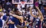 Para pemain tim basket Prancis merayakan keberhasilan menaklukkan Amerika Serikat pada perempat final Piala Dunia FIBA.