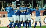Para pemain timnas Italia saat merayakan gol ke gawang Liechtenstein.