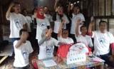 Para tim Projo melepaskan atribut Jokowi dan dimasukan ke dalam kardus yang dinamakan Relawan Kardus. Mereka memakai kaos indonesia muda Prabowo Sandi.