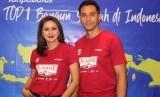Pasangan figur publik Donna Agnesia dan Darius Sinathrya.