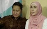 Pasangan publik figur Arie Untung dan Fenita Arie