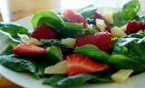 Pastikan sepiring makanan Anda selalu kaya warna dari buah dan sayuran. Setiap warna sebab mengandung gizi yang dibutuhkan.