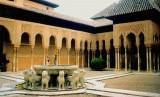Para sarjana Barat mengakui sumbangsing peradaban Islam. Patung singa di halaman Istana Al-Hambra, Granada, Spanyol.