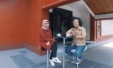 Pegiat alam bebas, Dewi Anggraini Nurfadilah (Kiri) dan Jurnalis Republika, Fian Firatmaja (Kanan)