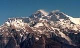 Pegunungan Himalaya dengan Everest di puncaknya.
