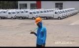 Pekerja berjalan di depan deretan mobil Esemka di pabriknya di Sambi, Boyolali, Jawa Tengah, Senin (22/10/2018). Perkembangan pabrik mobil Esemka yang digadang-gadang sebagai calon mobil nasional saat ini sudah mendapatkan TPT (Tanda Pendaftaran Tipe) dan Sertifikat Uji Tipe (SUT).