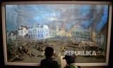 Pelajar melihat diorama pejuang kemerdekaan ketika perang melawan penjajah di Museum Satria Mandala, Jakarta, Kamis (10/11).