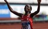 Pelari Bahrain, Rose Chelimo, meluapkan kegembiraannya usai memenangkan nomor lari maraton putri Asian Games 2018 di Jakarta pada Ahad (26/8).
