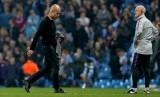 Pelatih Manchester City Pep Guardiola berjalan gontai setelah timnya tersingkir dari Liga Champions.