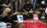 Jenazah Ibu dan Anak Korban Sriwijaya Dimakamkan di Kediri