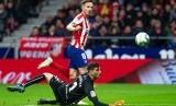 Pemain Atletico Madrid Saul Niguez mencetak gol ke gawang Osasuna pada pertandingand di Stadion Wanda Metropolitano, Ahad (15/12) dini hari WIB.
