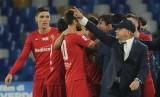 Pemain Fiorentina merayakan kemenangan atas Napoli.