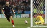 Pemain Kroasia Ivan Perisic bersorak setelah mencetak gol pertama timnya dalam pertandingan semifinal antara Kroasia dan Inggris di Piala Dunia Sepak Bola 2018 di Stadion Luzhniki di Moskow, Rusia, Rabu, (11/7).