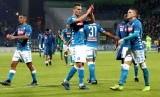 Pemain Napoli Arkadiusz Milik merayakan gol bersama dengan rekan satu tim dalam pertandingan Seri A Italia antara Cagliari Calcio dan SSC Napoli, Ahad (16/12).