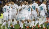 Pemain Real Madrid, Isco (tengah) meluapkan ekspresinya usai mencetak gol ke gawang Malaga di Rosaleda Stadium, di Malaga, Spanyol, (15/4).