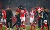 Pemain Red Star merayakan kemenangan setelah pertandingan melawan FC Cologne pada Grup H Liga Europa di Beograd, Serbia, Kamis (8/12) dini hari WIB.