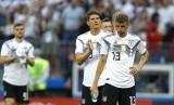 Pemain timnas Jerman saat dikalahkan Meksiko pada Piala Dunia 1982.