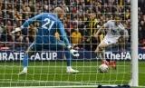 Pemain Watford Gerard Deulofeu menjebol gawang Wolverhampton Wanderers pada semifinal Piala FA.