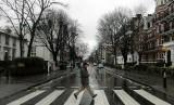 Pemandangan satu spot terkenal di London, Abbey Road.