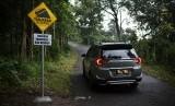 Pemasangan rambu lalu lintas sangat membantu para pengendara yang melintas di rute yang berbahaya
