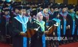 Pembacaan Janji wisudawan pada Pelantikan Lulusan Program Doktor, Magister, Profesi dan sarjana Unisba Gelombang I tahun Akademik 2018/2019, di Aula Unisba, Kota Bandung, Sabtu (23/2).