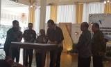 Pemberian  Penghargaan bagi Produktivitas Perusahaan Siddhakarya dan Penandatanganan Komitmen Pengusaha Daerah DIY untuk Melaksanakan UU Nomor 8 Tahun 2016 tentang  Penyandang Disabilitas, di Bangsal Kepatihan Yogyakarta.